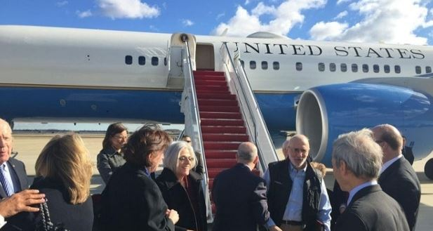 Gross with USIS-USIA released by Cuba, arrives in Air Force One